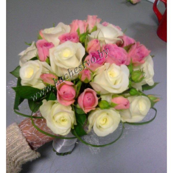 """Букет из кремовых роз и кустовой розы Барбадос """"Трепетные чувства""""."""