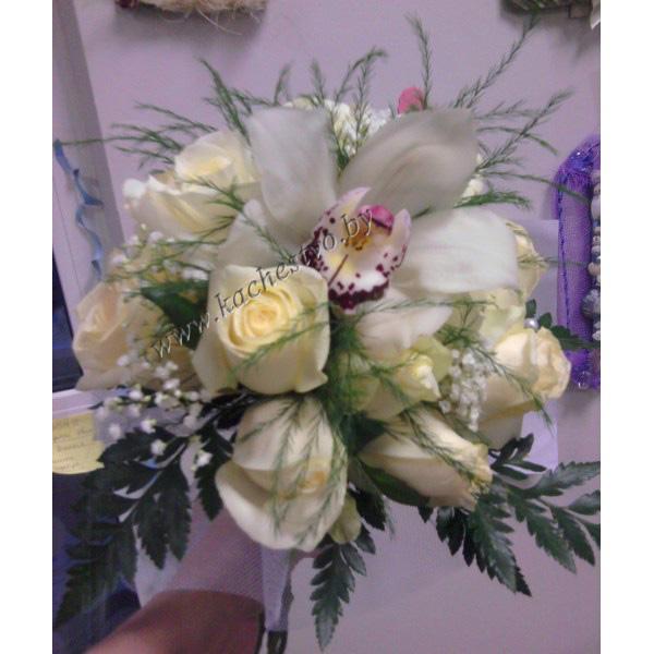 Букет из Белых роз и орхидеи.