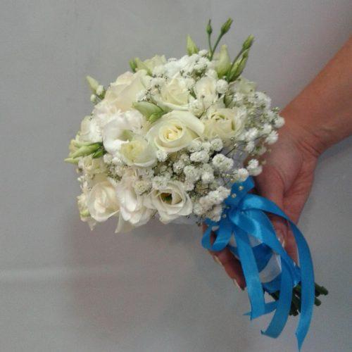 Белый букет невесты сбоку